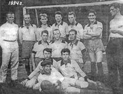 Первая футбольная команда завода СК